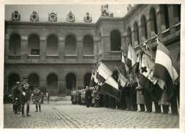 190719 - PHOTO DE PRESSE 1937 - PARIS Cour Des Invalides Général De Gaulle - Personalidades Famosas