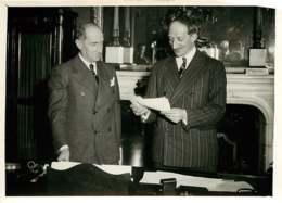 190719 - PHOTO DE PRESSE 1938 - PARIS POLITIQUE - M BONNET Et MARCHANDEAU Ministre Des Finances - Personalidades Famosas