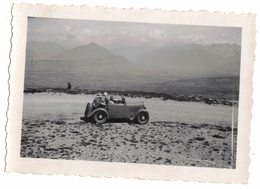 AVEC ANCIENNE VOITURE VIEILLE ET VERITABLE PHOTO DENTELEE JUILLET 1946 PRISE DU SALEVE AVEC MONT BLANC BALCON DE GENEVE - Cars