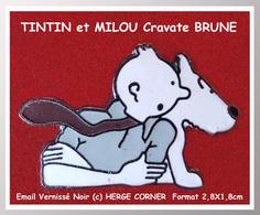 SUPER PIN'S BD- TINTIN : Version Cravate BRUNE De TINTIN Et MILOU émaillé Grand Feu Vernissé Signé HERGE-CORNER 2,8X1,8 - BD
