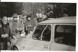 71  AVAISE - Forêt D'Avaise - CHASSE -  Les Quatre Cerisiers  11 Novembre 1964 Casse-croûte Sur Le Capot De La 4L Renaul - Autres
