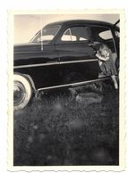 VERITABLE PHOTO VELOX DENTELEE : ENFANT ET VIEILLE VOITURE A IDENTIER A LOCALISER - Cars