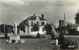 "/ CPSM FRANCE 27 ""Le Neubourg, La Gare"" - Le Neubourg"