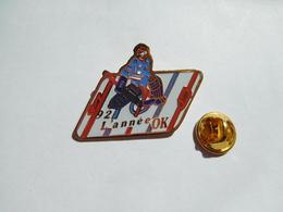 Beau Pin's , Hockey Sur Glace , 1992 L'année OK - Badges