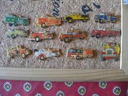 Lot De 12 Pin's De Camions De Pompiers Americains - Firemen