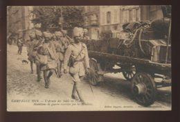 GUERRE 14/18 - TROUPES HINDOUES - L'ARMEE DES INDES EN FRANCE - MUNITIONS DE GUERRE ESCORTEES PAR LES HINDOUS - Guerre 1914-18