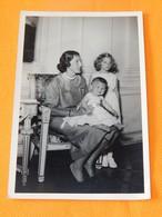 FAMILLE ROYALE BELGIQUE -   Princesse De Réthy Et Ses Enfants - Familles Royales