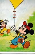 WALT DISNEY  DEUX MICKEY: L'un Avec Un Cerf-volant Et L'autre Une Couronne - Disney