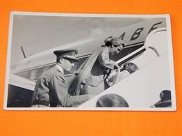 FAMILLE ROYALE BELGIQUE -  Roi Baudouin Et La Princesse De Réthy à L'aéroport - Koninklijke Families