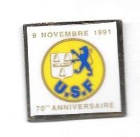 Pin's  Ville, Sport  Foot - Ball  9 Novembre 1991, 70 è ANNIVERSAIRE  Du Club De  FESCHES - LE - CHATE L( 25 ) - Football
