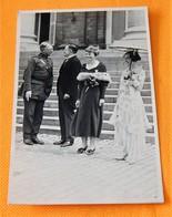 FAMILLE ROYALE BELGIQUE - Roi Albert I, La Reine Elisabeth Rendan Hommage à L'aviatrice Américaine Amélia Earhardt - Royal Families
