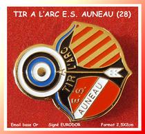 SUPER PIN'S TIR A L'ARC : E.S. AUNEAU En INDRE Et LOIRE, émail Base Or, Signé EURODOR, Format 2X2,5cm - Tiro Al Arco