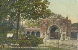 Naarden, Utrechtsche Poort En Comenius Monument - Naarden