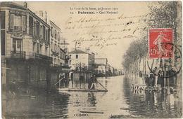 D92 - PUTEAUX - QUAI NATIONAL - LA CRUE DE LA SEINE 30 JANVIER 1910 - Hommes Sur Une Barque-Personnes Sur Un Ponton - Puteaux