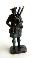 FIGURINE KINDER  METAL SOLDAT ECOSSAIS 1743  3 RP JOUEUR DE CORNEMUSE 80's Bruni - KRIEGER SCHOTTEN Dudelsackpfeifer (2) - Metal Figurines