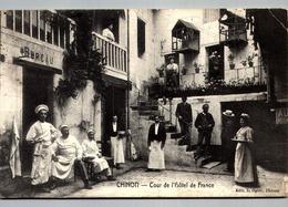 37 CHINON Cour HOTEL De FRance Cuisiniers Serveurs Patrons Clients écrite / PLI COIN - Chinon