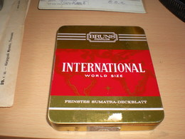 Old Tin Box Bruns Zigarillos International World Size - Tabaksdozen (leeg)