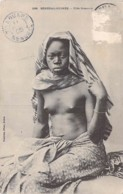 NUS ETHNIQUES Afrique De L'Ouest : SENEGAL GUINEE - Fille SOUSSOU - CPA - Seins Nus Nude Nu Topless Girl - Süd-, Ost-, Westafrika
