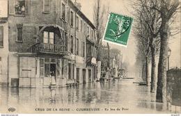 D92  COURBEVOIE  En Bas Du Pont ( Inondations De 1910 )    ..........( Ref D734 ) - Courbevoie