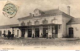 D81  CASTRES  La Gare   AVEC ATTELAGE      .............( Ref D551 ) - Castres