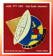 SUPER PIN'S PTT-LA POSTE : A.O.M 1991, Club Radio Amateur Interne Aux PTT, émail Grand Feu Base Or, Format 3X3cm - Mail Services