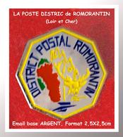 SUPER PIN'S LA POSTE : DISTRICT POSTAL ROMORANTIN Dans Le LOIR Et CHER, émail Base ARGENT, Format 2,5X2,5cm - Postes