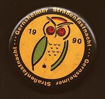 Button  -  Gernsheimer Straßenfastnacht 1990  -  Ca. 55 Mm Groß - Pin's & Anstecknadeln