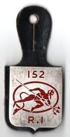 MILITARIA . INSIGNE . PUCELLE MILITAIRE . 152e R.I. . RÉGIMENT D'INFANTERIE - Réf. N°111M - - Army