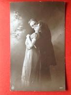 1913 - VERLIEFD KOPPEL - AMOUREUX - UN BAISER - EEN KUS - Couples