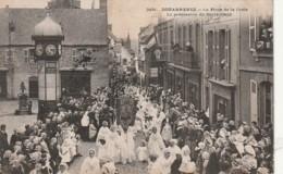 ***  29  ***    DOUARNENEZ  Place De La Croix La Procession Du Sacré Coeur - Timbre Décollé TB - Douarnenez