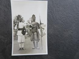 IT - ERYTHREE - ERITREA ITALIANA - ASCARI NEI LORO CARATTERISTICI COSTUMI  - CARTE PHOTO GUERRIERS ASCAR - Eritrea