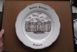 "Kasteel "" RAVENHOF "" STABROEK > Bord +/- 24 Cm. > MAGVAM Czechoslovakia  / Uitgifte 16 Dec 1985 ( Zie/voir Photo ) ! - Ceramics & Pottery"