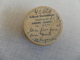 ANCIENNE BOITE MEDICAMENT CARTON /  PHARMACIEN GILBERT GRAINDORGE / HERON CENTRE   / DIAM 3,5X1,5CM - Matériel Médical & Dentaire