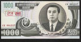 COREE DU NORD P45s1  1000  WON    2002   SPECIMEN  Regular Serial #s UNC. - Korea (Nord-)