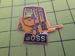 810H Pin's Pins / Beau Et Rare : THEME : TRANSPORTS / CHARIOT ELEVATEUR BOSS DE TYPE FENWICK MANITOU - Transports