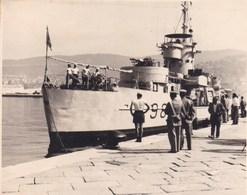 ITALIE TRIESTE Navire De Guerre 1955 Photo Amateur Format Environ 6 Cm X 3,5 - Barche
