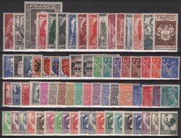 Annee 1944 Complete - 70 Timbres - Du N°599 Au N°668 - Neufs Avec Trace De Charniere - Cote 68€ - France