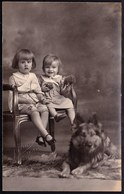 CARTE PHOTO MONTEE - FILLETTE AVEC CHIEN BERGER BELGE TERVUEREN - TERVURENSE HERDER - TERVUREN DOG - 1929 -  Maes Tielt - Chiens