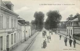CPA 27 Eure LA RIVIÈRE THIBOUVILLE Avenue De La Gare Attelage Cycliste Enfants - Le Neubourg