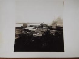 WW2 GUERRE 39 45 BREST BRETAGNE PHOTO PRISE PAR UN SOLDAT ALLEMAND ARSENAL EN FEU BATEAU GUERRE RADE - Brest