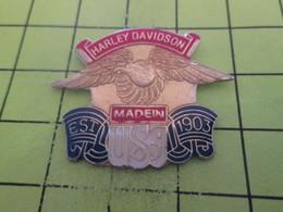 712F Pin's Pins / Beau Et Rare : THEME : MOTOS / HARLEY DAVIDSON MADE IN THE USA .... Trump Aussi ! Alors Bof ... - Motos