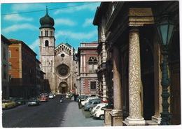 Trento: FIAT 600, RENAULT DAUPHINE, OPEL REKORD B, KADETT B, MERCEDES W180 - Università, Via Verdi - (Italia) - Toerisme