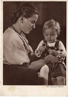 Mutter Mit Kind Mit Blumen 1943 Deutsches Frauenwerk - Reichsmütterdienst - Gruppen Von Kindern Und Familien