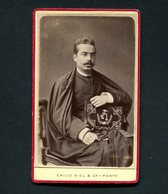 Fotografia Antiga De ESTUDANTE C/capa E Batina E Livro De Curso. Photographia Da Caza Real EMILIO BIEL Porto - PORTUGAL - Ancianas (antes De 1900)