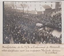 PARIS MANIFESTATION DE LA CGB A ENTERREMENT AERNOULT CORBILLARD 18*13CM Maurice-Louis BRANGER PARÍS (1874-1950) - Guerra, Militares