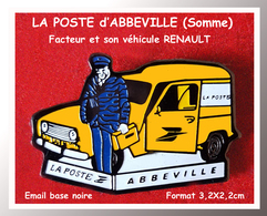 SUPER PIN'S POSTE - PTT : LA POSTE D'ABBEVILLE (80) Dans LA SOMME, FACTEUR Et Son Véhicule RENAULT  3,2X2,2cm - Correo