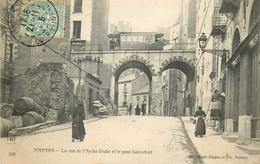 44 - Nantes - La Rue De L Arche Seche Et Le Pont Sauvetout - Nantes