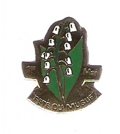 PIN'S 1er MAI FETE Du MUGUET - FLEUR FLOWER - Badges