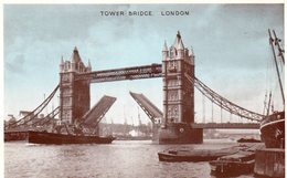 LONDON - Tower Bridge - Tower Of London