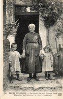 36. CPA. Types Du Berry, Les Vieux Amis De Georges Sand, Paysanne Berrichonne, La Mère Chamblant. Enfants.  1919. - Non Classés